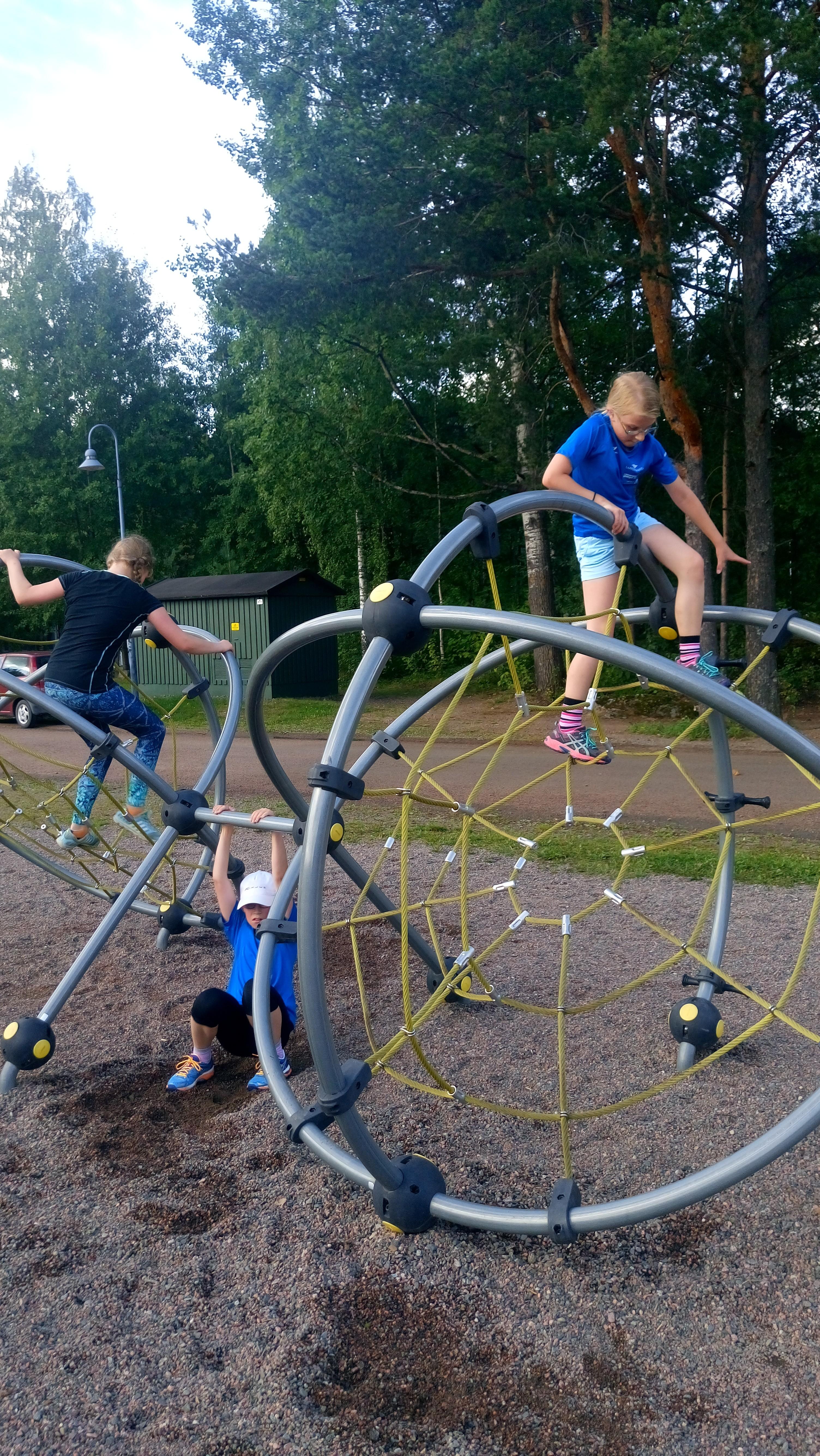 Lasten urheilukoulu kesällä Simolassa